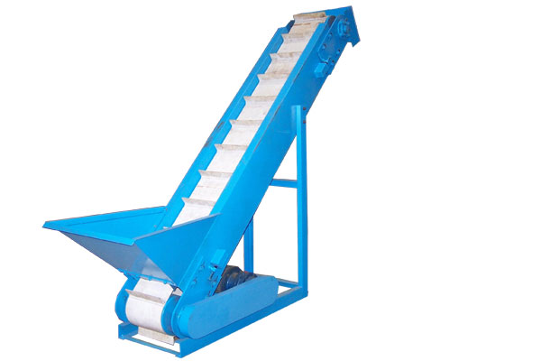 conveyor for fish feed line